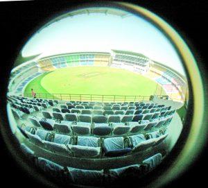 -बगैर अनुमति जामठा स्टेडियम में 29 जनवरी को भारत-इंग्लैंड के बीच मैच कराने का मामला गर्माया -विदर्भ क्रिकेट एसोसिएशन ने एफआईआर को दी हाईकोर्ट में चुनौती, नागपुर पुलिस को फटकारा -हाईकोर्ट ने कहा, पुलिस सरासर वसूली पर उतर आई है, अधिकारों का दुरुपयोग कर रही है आरोप... -217 पास का प्रबंध किया गया था, मगर पुलिस वाले मांग रहे थे 500 पास -बदले की भावना से पुलिस ने स्टेडियम को असुरक्षित करार दिया -पास के लिए वीसीए पर लगातार दबाव बना रहा था पुलिस विभाग