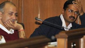 दिल्ली में नियुक्तियों और घर आवंटनों को लेकर सवालों में केजरीवाल सरकार