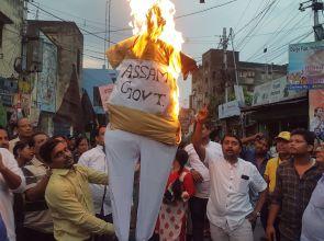असम में 5 लोगों की हत्या के खिलाफ तृणमूल ने निकाली विरोध रैली