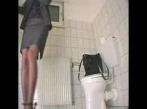 मेरठ : लेडीज टॉयलेट में स्कूल संचालक के कैमरे लगाने के बाद ये हुआ